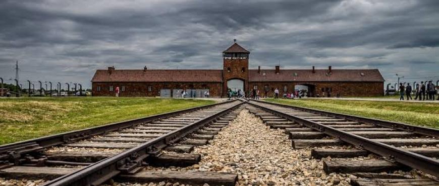 Viktor Frankl narra su experiencia en los campos de concentración.